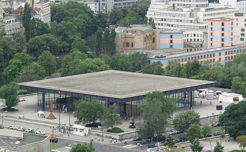 Área externa da Nova Galeria Nacional de Berlim - Neue Nationalgalerie