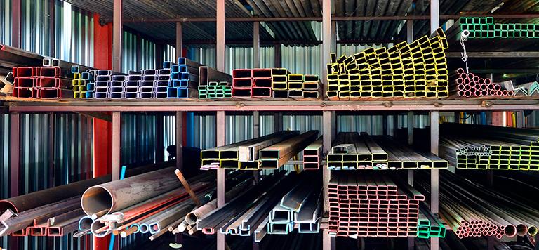 aço-em-pilhas-armazenamento-de-materiais