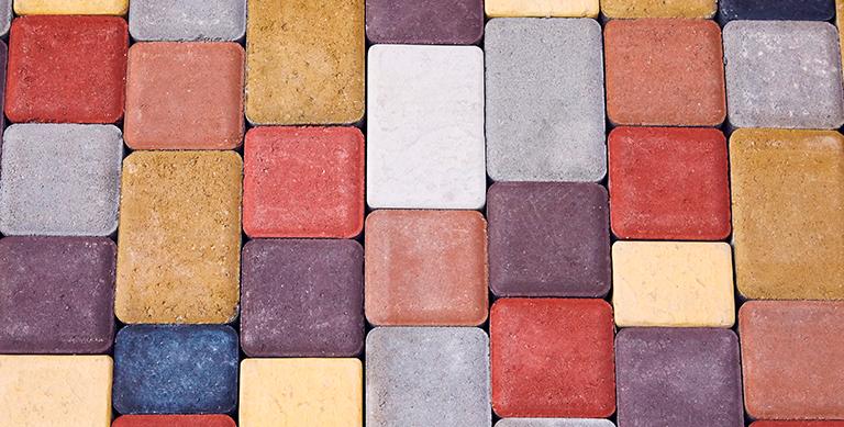 calcada-tijolos-concreto-coloridos